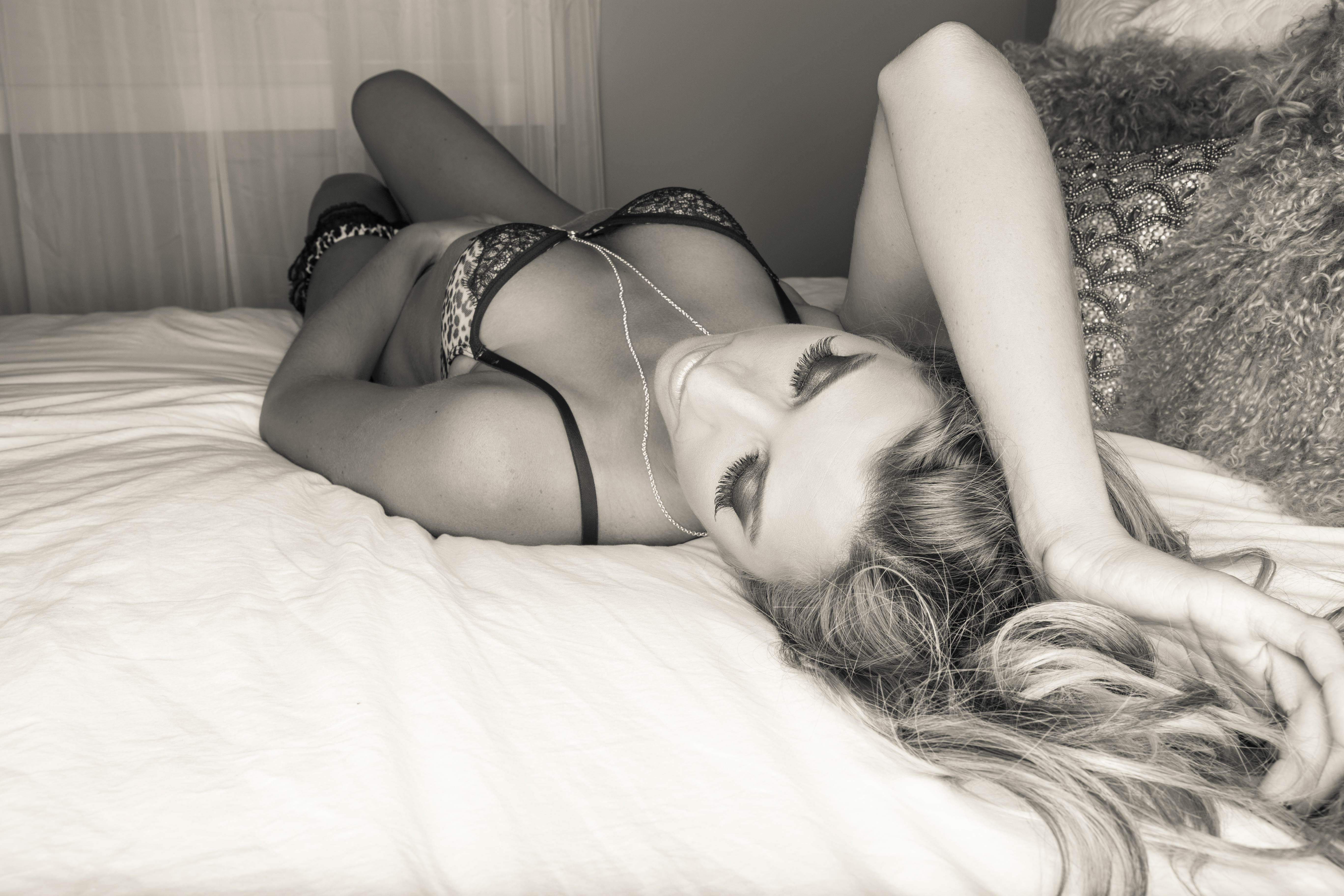 calgary-luxury-boidoir-studio-photogrpaher-photography